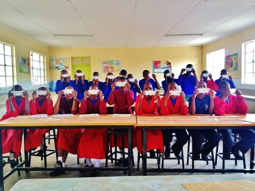 students_with_foldscope